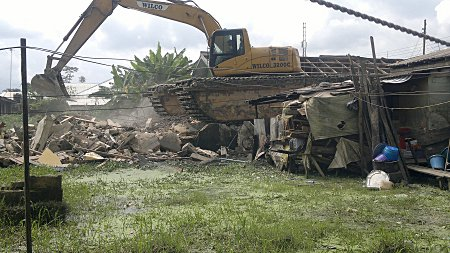 Flooding: Bayelsa govt demolishes structures to open up canal