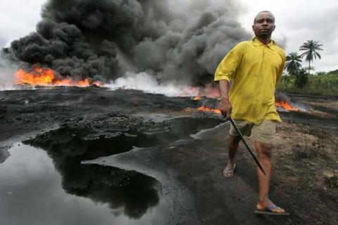http://sweetcrudereports.com/wp-content/uploads/2011/09/Ogoni-spill.jpg