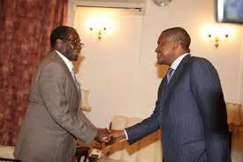 Aliko Dangote meets President Robert Mugabe of Zimbabwe.