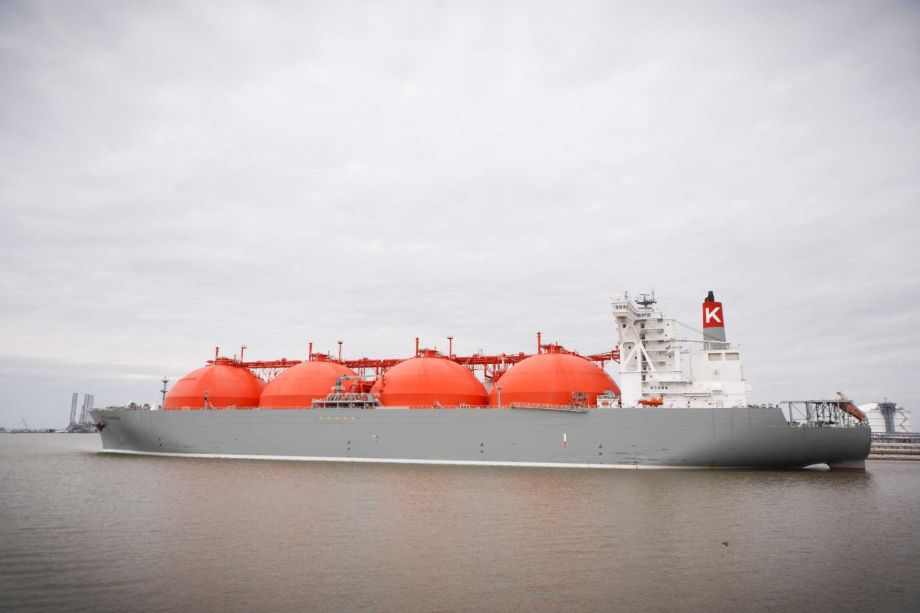A-liquid-natural-gas-tanker-is-loaded-at-the-Cheniere-LNG-terminal-near-Sabine-Pass..jpg