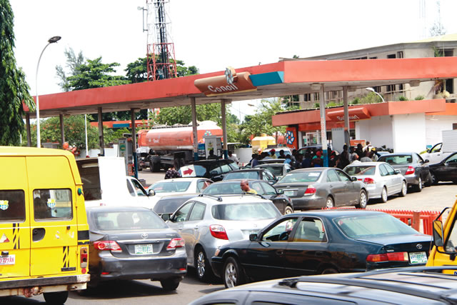 Fuel-scarcity-queue.jpg