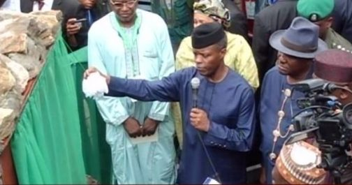Prof-Yemi-Osinbajo-representing-President-Muhammadu-Buhari-during-the-flag-off-of-Ogoniland-clean-up-in-Rivers-state.jpg