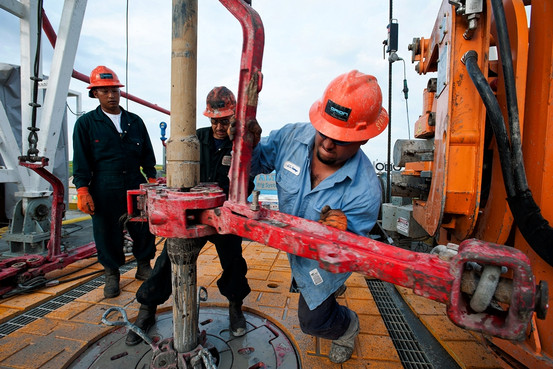 Oil-personnel-working-on-an-oil-rig.jpg