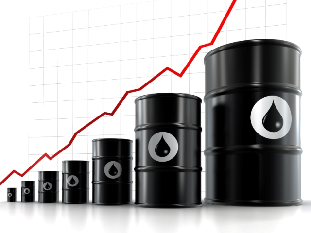Oil rises but set for weekly loss on concerns over trade row