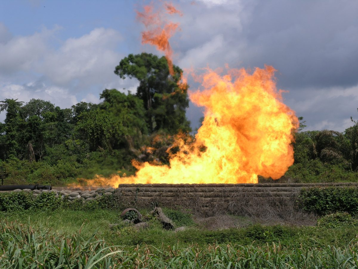 gas flaring in the niger delta In the niger delta, where most of the flaring takes places, residents living near  gas flares complain of respiratory problems, skin rashes and eye.
