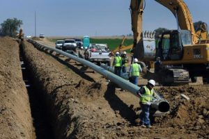 U.S. oil pipeline rivals look to consolidate West Texas projects