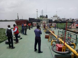 Nigerian Navy transfers vessel with stolen crude to EFCC