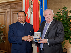 *Michael Häupl, the Mayor of Vienna (r) with Dr. Mohammad Sanusi Barkindo, OPEC Secretary General.