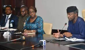 *Vice President Yemi Osinbajo addressing guests at the signing ceremoney of the World Bank, Seven Energy deal to add more than 500MW to National Grid, next to him is the minister for finance, Kemi Adeosun.