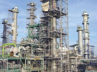 Petroleum workers threaten strike over moribund refineries