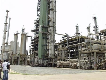 Refineries, pipelines: companies bid for third party control