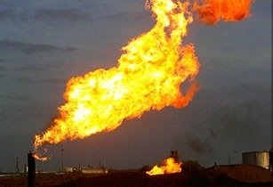Russian oil producers struggle to contain gas flaring - document
