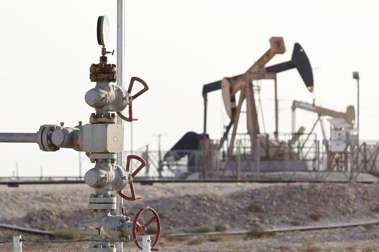 Saudi Arabia's April crude exports slip to 10-month low