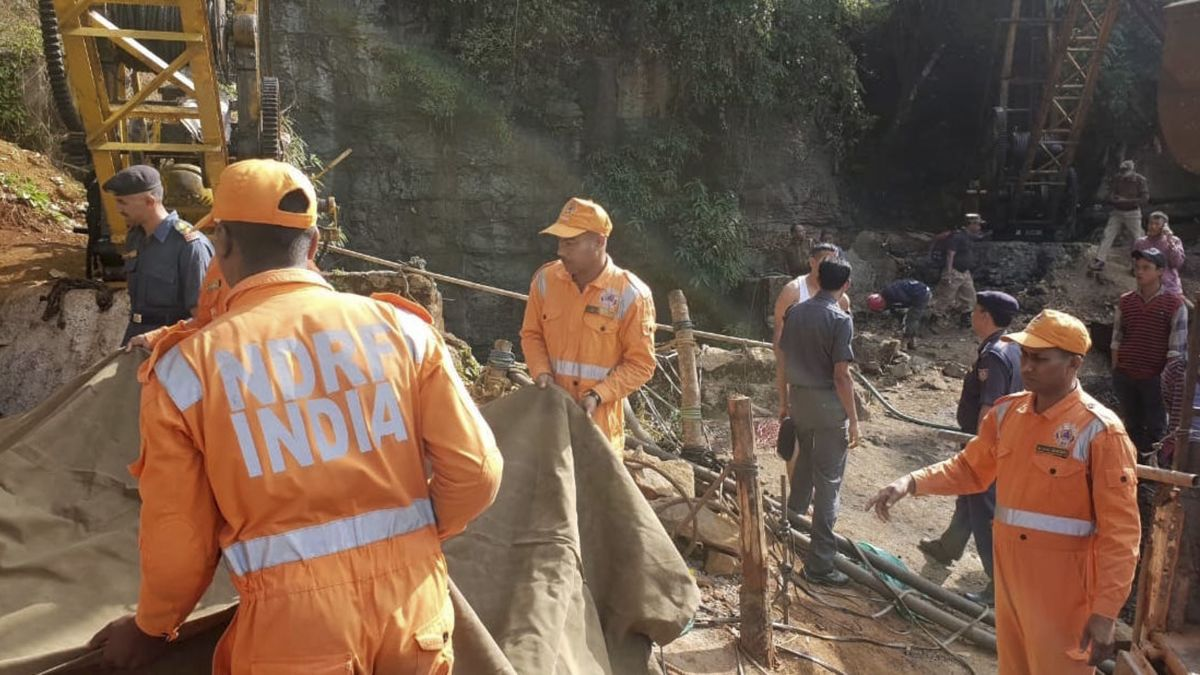 Thirteen miners trapped in coal mine in northern India after flooding